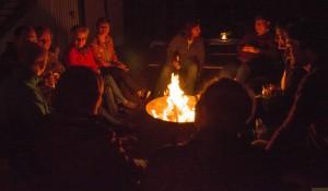 Wärmendes Feuer an einem kühlen Abend
